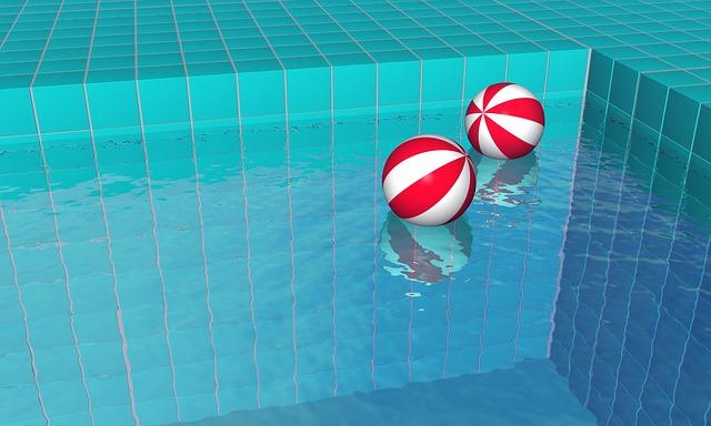 Když svůj bazén správně zazimujete, nemusíte jej vypustit