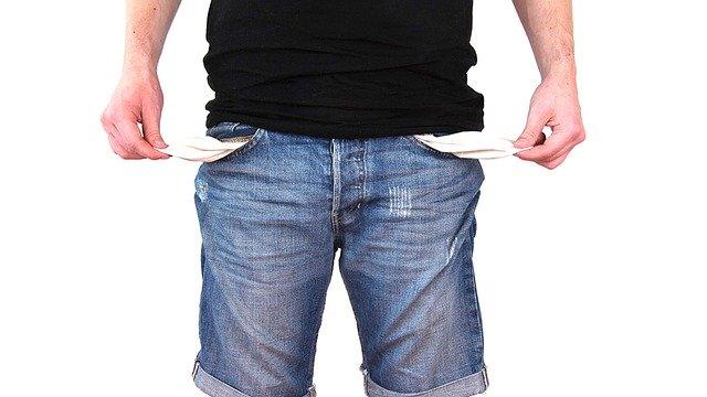 prázdné kapsy u kalhot